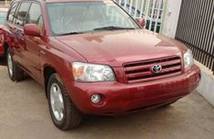 Clean Toyota Highlander 2005 Red for sale