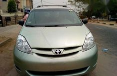 Very Clean Toyota Sienna 2010 Green for sale