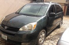 Clean used Toyota Sienna 2005 Green for sale