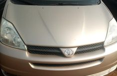 Tokunbo Toyota Sienna 2009 Gray for sale