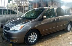 Toyota Sienna 2004 Gray for sale