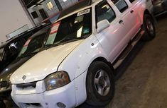 Nissan Frontier 2001 White for sale