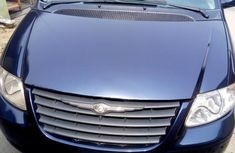 Chrysler Town And Country 2006 Blue for sale