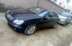 Neatly Used Mercedes Benz CLK320 2004 Blue for sale