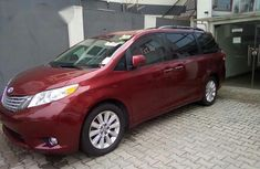 Very Clean Tokunbo Toyota Sienna 2011 Red for sale