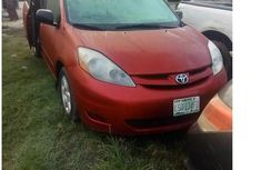 Toyoya Sienna 2008 Red for sale