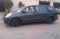 Tokunbo Toyota Sienna 2005 Green for sale