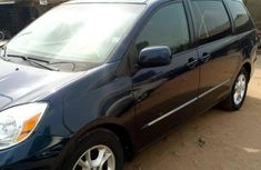 Tokunbo Toyota Sienna XLE 2004 Blue for sale