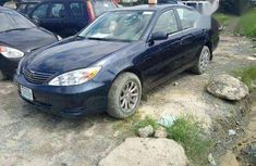 Clean Toyota Camry 2004 Blue for sale 800k