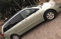 Toyota Sienna 2010 Green for sale