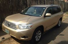 Clean Toyota Highlander 2009 Gold for sale