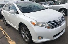 Clean Toyota Venza 2010/2011 White for sale