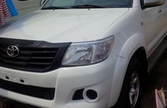 Pure white hilux 2010 foreign used