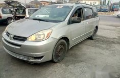 Tokunbo Toyota Sienna 2004 for sale
