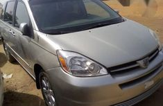 Clean Toyota Sienna 2004 Gold For Sale