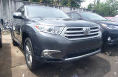 Sharp Toyota Highlander 2012