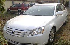 White Toyota Avalon 2006 for sale in Nigeria