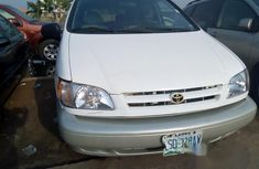 Nigerian Used Toyota Sienna 2001 White for sale