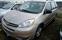 Toyota Sienna 2005 Gold for sale