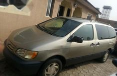 Nigerian Used Toyota Sienna LE 2001 Gold for sale