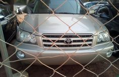 Toyota Highlander 2004 Gold for sale