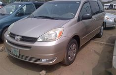 Neatly Used Toyota Sienna 2005 Gold for sale