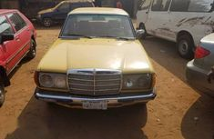 Mercedes Benz 200E 1983 Yellow for sale