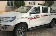Toyota Hilux 2018 White for sale