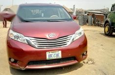 Toyota Sienna 2010 Red for sale