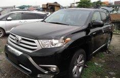 Almost brand new Toyota Highlander 2012 Black for sale
