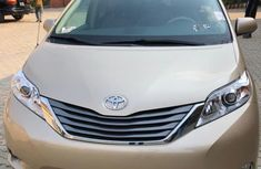 2012 Toyota Sienna Gold for sale