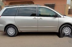 Very Neat Toyota Sienna 2009 Silver for sale