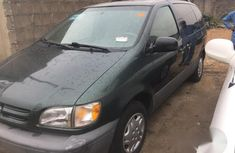 Toyota Sienna 2000 Green for sale