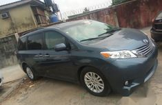 Toyota Sienna XLE 2016 Blue for sale