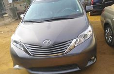 Toyota Sienna 2014 Gray for sale