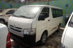 Toyota HiAce 2017 White for sale