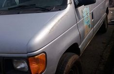 Almost brand new Ford E-350 2005 for sale