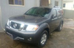 Nissan Pathfinder 2011 LE RWD Brown for sale