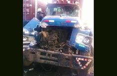 Accident at Agunlejika on Oshodi-Apapa expressway as Mini-Truck crashes into a Stationary Containerized truck