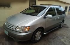 Toyota Sienna 2002 Gray for sale