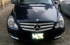 Clean and fully functioning Mercedes benz R350 for sale, price is negotiable.