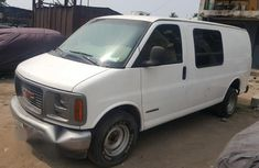 GMC Savana 2000 White for sale