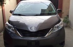 Toyota Sienna 2013 Gray for sale