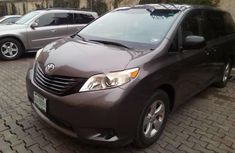 Almost brand new Toyota Sienna Petrol for sale