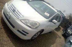 Toyota Avensis 2004 White for sale