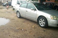 Neatly Used Nissan Altima 2000 Gray for sale