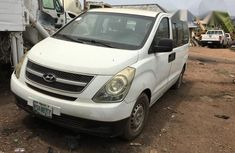 Hyundai Dynasty 2000 White for sale