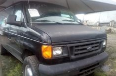 Almost brand new Ford E-350 Petrol 2005