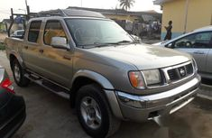 Nissan Frontier 4x4 2000 Gold for sale