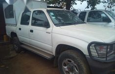 Clean Toyota Hilux Pickup 2004/05 for sale